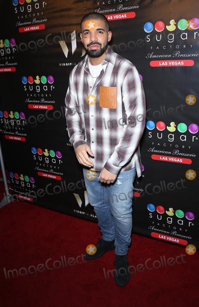 Photos From Drake at Sugar Factory Fashion Show Mall