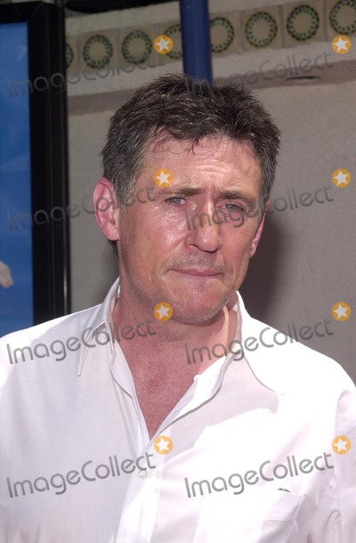 Gabriel Byrne Photo - Stuart Little 2 Premiere