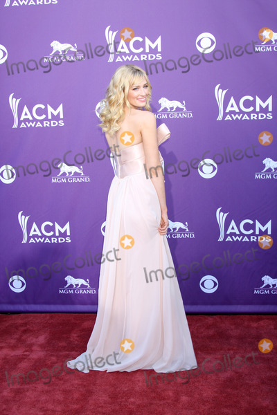 Beth Behrs Photo - 2012 Academy of Country Music Awards