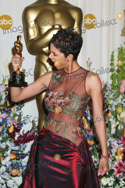 Halle Berry Photo - Photo by Russ EinhornSTAR MAX Inc - copyright 200232402Halle Berry in the Press Room at The Oscars ( The Kodak Theater Hollywood Ca )