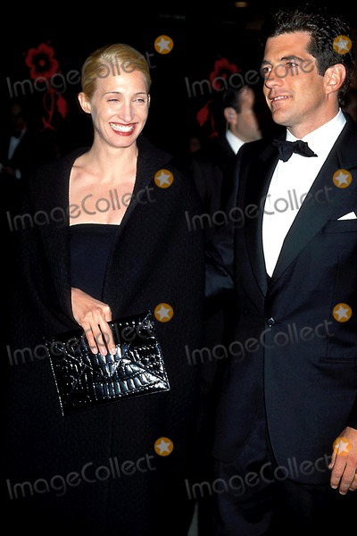 Jacqueline Kennedy Onassis Photo - Sd0406 the Municipal Art Society Jacqueline Kennedy Onassis Awards at the Minskoff Theatre in New York City John F Kennedy Jr and Wife Carolyn Bessette Kennedy Photo Byhenry McgeeGlobe Photos Inc