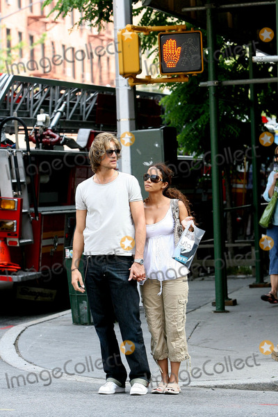 Gabriel Aubry,Halle Berry Photo - NY CANDIDS