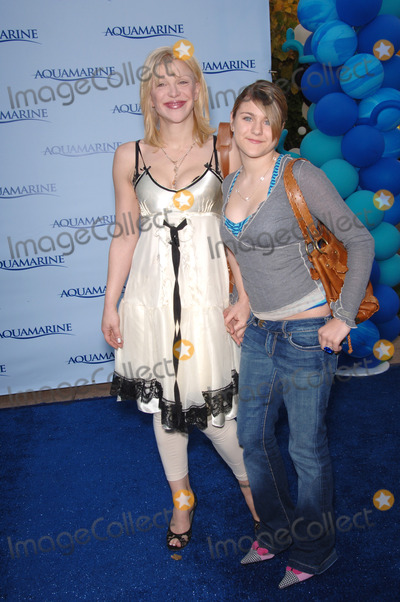 Courtney Love Photo - COURTNEY LOVE  daughter FRANCES at Los Angeles premiere of AquamarineFebruary 26 2006  Los Angeles CA 2006 Paul Smith  Featureflash
