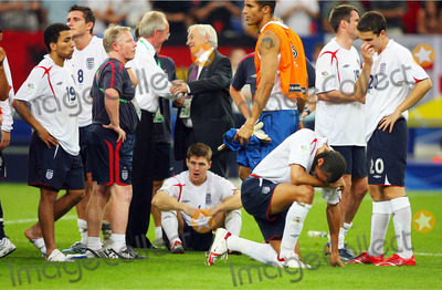 Aaron Lennon Photo - Aaron Lennon Steven Gerrard  Rio Ferdinand  England V Portugal Lennon Gerrard  Ferdinand England V Portugal World Cup Soccer Fifa World Cup Stadium Germany 07-01-2006 K48509 Photo by Allstar-Globe Photos