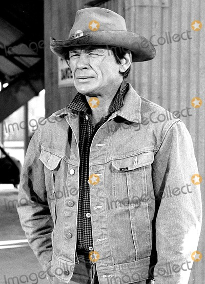 Charles Bronson Photo - Archival Pictures - Globe Photos - 85745