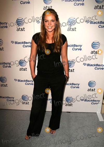 Agnes Bruckner Photo - Archival Pictures - Globe Photos - 29787