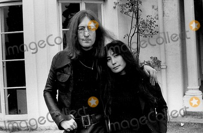 John Lennon,Yoko Ono Photos - Photo Tom Blau-cp-Globe Photos Inc John Lennon Yoko Ono