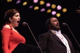 Annalisa Raspagliosi Photo -  Luciano Pavarotti and Annalisa Raspagliosi at the Forum performing in Concert 02-11-00