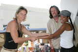 April OBrien Photo - Tichina Arnold getting a hand massage with hemp candle oilGBK Productions Emmy Gifting LoungeSofitel HotelAugust 24 2006