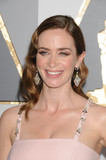 Emily Blunt Photo - Photo by GLXstarmaxinccomSTAR MAXCopyright 2016ALL RIGHTS RESERVEDTelephoneFax (212) 995-119622816Emily Blunt at the 88th Annual Academy Awards (Oscars)(Hollywood CA USA)