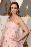 Emily Blunt Photo - Photo by REWestcomstarmaxinccomSTAR MAXCopyright 2016ALL RIGHTS RESERVEDTelephoneFax (212) 995-119622816Emily Blunt at the 88th Annual Academy Awards (Oscars)(Hollywood CA USA)