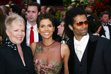 Halle Berry Photo - Photo by Russ EinhornSTAR MAX Inc 200232402Halle Berry with her mother and husband at the Oscars(CA)