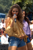 Beyonce Photo - BEYONCE KNOWLES performs on The Early Show during the 3rd annual Summer Concert Series New York June 27 2003