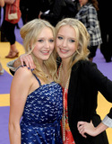 Hannah Montana Photo - Sam and Amanda Marchant aka Samanda at the UK film premiere of Hannah Montana The Movie at the Odeon West End on April 23 2009  in London