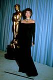 Raquel Welch Photo - Academyawardsoscars E8873 Raquel Welch Globe Photosinc