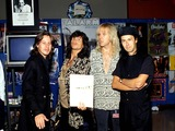 Aerosmith Photo - Steven Tyler and Tom Hamilton (From Aerosmith) with Dave Sharpe and Eddie Macdonald (From Alarm) Photo Michael a Gallitelli  Globe Photos Inc