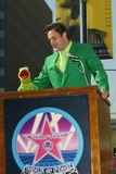 Kermit the Frog Photo - Kermit the Frog and David Arquette - Kermit the Frog Honored with a Star on the Hollywood Walk of Fame in Hollywood CA - Photo by Fitzroy Barrett  Globe Photos Inc - 11-14-2002 - K27138fb (D)