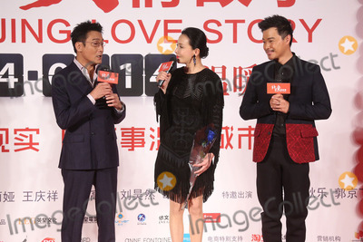 Chen Sicheng Photo - Cast members Tony Leung(L-R) and Carina Lau and director Chen Sicheng attend press conference of Beijing Love Story in Hong KongChina on Tuesday November 192013Credit Topphotoface to face- No rights for China and Taiwan -
