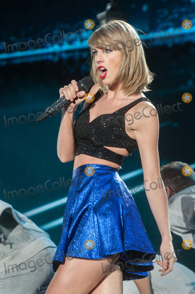 Photo - 06 June 2015 - Pittsburgh Pennsylvania - Singer-Songwriter TAYLOR SWIFT performs during a stop on her 1989 World Tour held at Heinz Field Photo Credit Devin SimmonsAdMedia