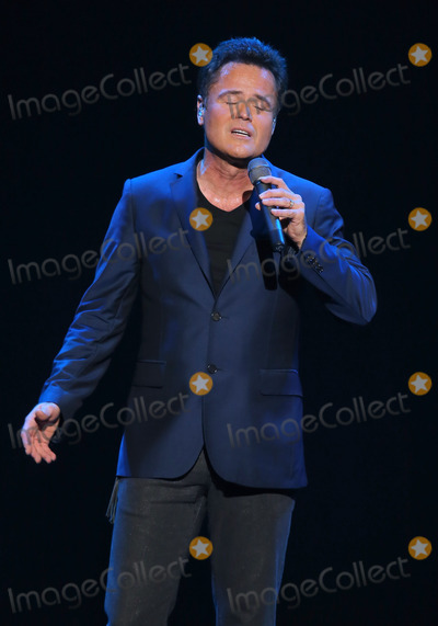 Photos From Susan Boyle performs with Donny Osmond at the Donny and Marie Show, Las Vegas