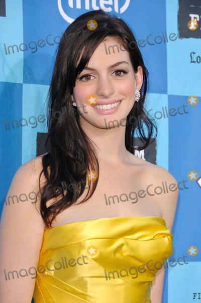 Anne Hathaway Photos