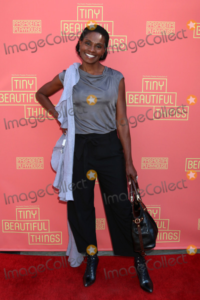Photos From 'Tiny Beautiful Things' Opening Night