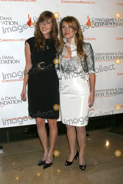 DANA REEVES Photo - Katie Flynn  Jane Seymour arriving at the 4th Annual Los Angeles Gala for the Christopher  Dana Reeve Foundation at the Beverly Hilton Hotel in Beverly Hills CADecember 2 2008