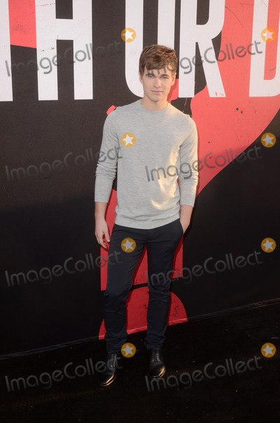 Photo - Blumhouses Truth Or Dare Premiere