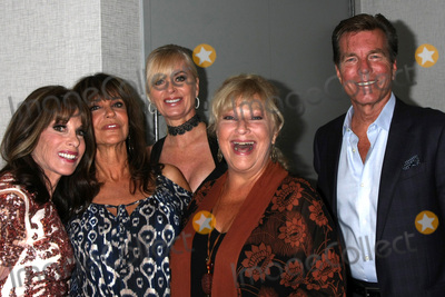 Photo - LOS ANGELES - AUG 19  Kate Linder Jess Walton Eileen Davidson Beth Maitland Peter Bergman at the Young and Restless Fan Event 2017 at the Marriott Burbank Convention Center on August 19 2017 in Burbank CA