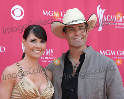 Jason Meadows Photo - Jason Meadows  Wife AmberAcademy  of Country Music AwardsMGM Grand Garden ArenaLas Vegas NVMay 15 2007