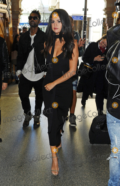 Photo - Photo by KGC-102starmaxinccomSTAR MAXCopyright 2015ALL RIGHTS RESERVEDTelephoneFax (212) 995-119692515Selena Gomez is seen arriving at London St Pancras International Train Station to board the Eurostar to Paris France(London England UK)