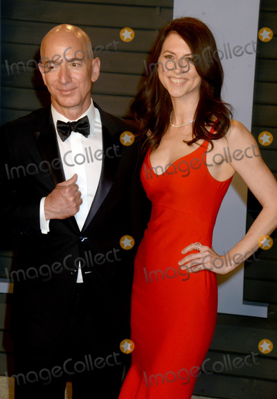 Photo - Photo by Dennis Van TinestarmaxinccomSTAR MAX2018ALL RIGHTS RESERVEDTelephoneFax (212) 995-11963418Jeff Bezos and wife MacKenzie Bezos at The 2018 Vanity Fair Oscar Party in Beverly Hills CA