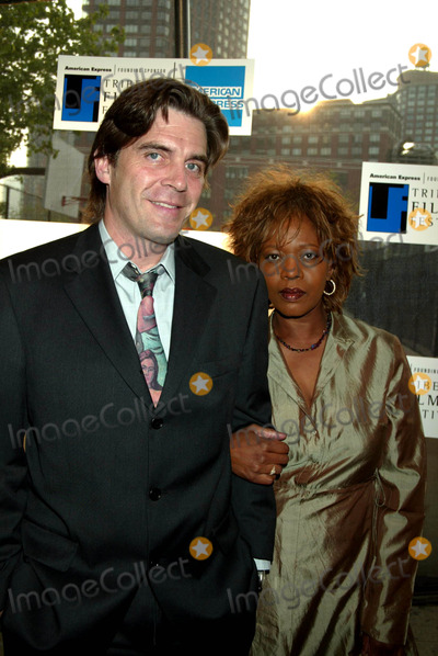 Photo - Archival Pictures - Henrymcgee - 190589