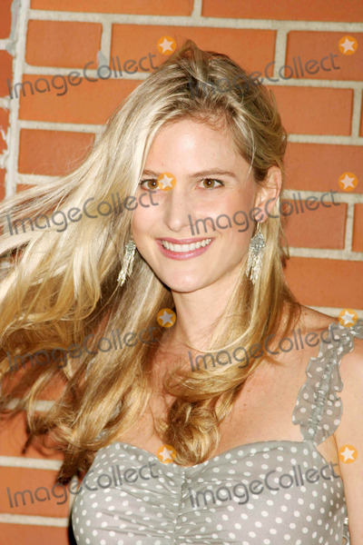 Annelise Peterson Photo - Annelise Peterson Arriving at the International Center of Photographys Twenty-first Annual Infinity Awards at Skylight in New York City on 05-10-2005 Photo by Henry McgeeGlobe Photos Inc 2005