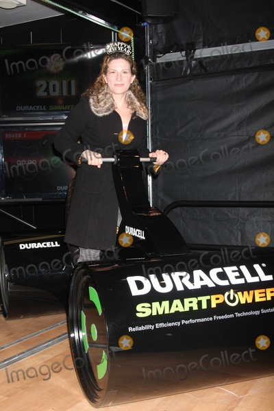 Ana Gasteyer Photo - NYC  113010Ana Gasteyer helps Duracell power the New Year by visiting the launch of the pop-up mobile Duracell Smart Power Lab to pedal Power Rovers that are collecting energy to power the iconic 2011 numerals on New Years Eve in Times SquarePhoto by Adam Nemser-PHOTOlinknet