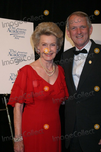 Rob Simmons Photo - NYC  041705Dina Merrill and congressman Rob Simmons at the American Academy of Dramatic Arts honor of alumna Dina Merrill with its prestigious Lifetime Achievement Award at its 120th anniversary at the Pierre HotelDigital Photo by Adam Nemser-PHOTOlinkorg