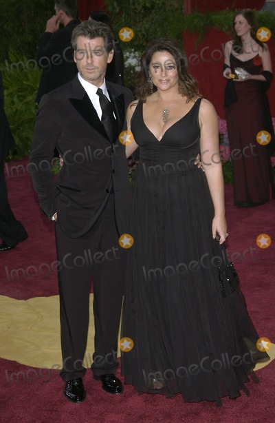Keeley Shaye Smith Photo - PIERCE BROSNAN  wife KEELEY SHAYE-SMITH at the 76th Annual Academy Awards in HollywoodFebruary 29 2004