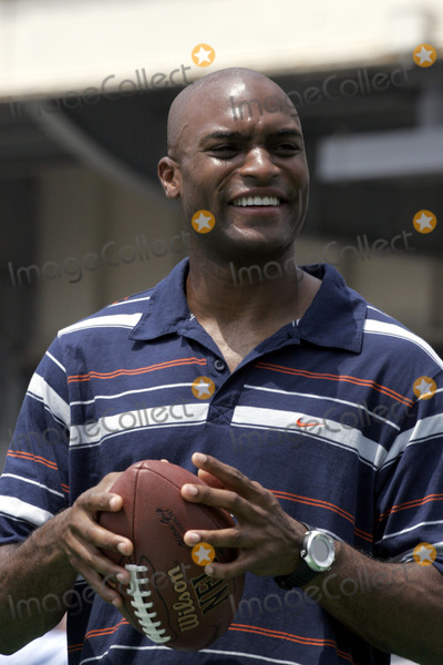 Amani Toomer Photo - NY Giants wide receiver Amani Toomer during the kick off of Fantasy Football training camp at the South Street Seaport July 18 2005 in New York City