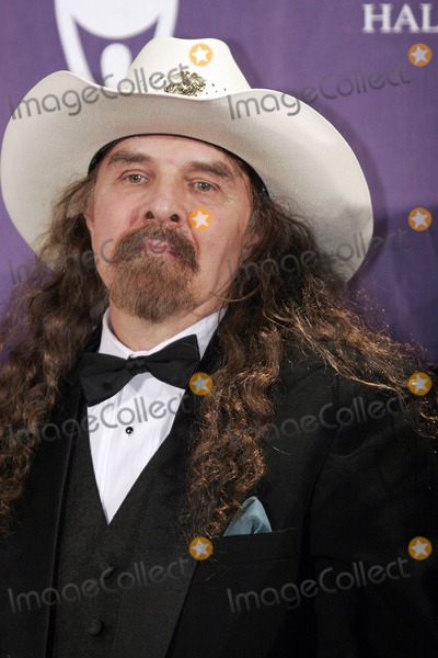 Artimus Pyle Photo - Inductee Artimus Pyle of Lynyrd Skynyrd poses backstage during the 21st Annual Rock And Roll Hall Of Fame Induction Ceremony at the Waldorf Astoria March 13 2006 in