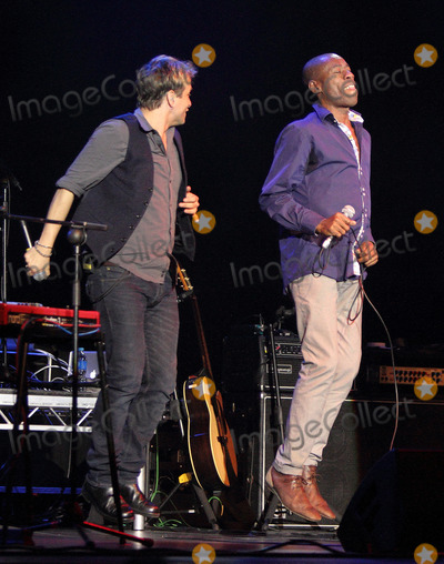 Photo - Mike and the Mechanics live in concert