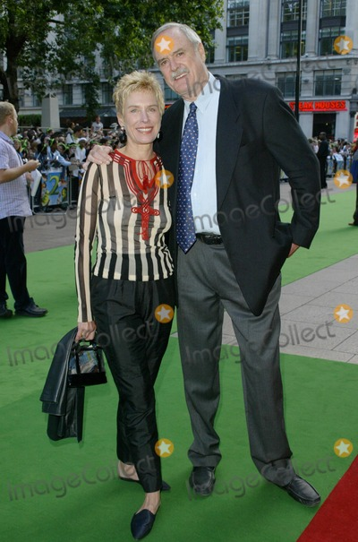Alice Faye Eichelberger Photo - London John Cleese  and wife Alice Faye Eichelberger  at the London premiere of Shrek 2  at the UCI Empire in Leicester Square The actor has lent his voice to the characterof the King  28th June 2004  PICTURES BY AXEL