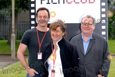 Alan Parker Photo - London UK  Director Sir Alan Parker director Beeban Kidron and actor Jason Isaacs at Film Club photocall at Morpeth School Portman Place 12th June 2008Chris JosephLandmark Media