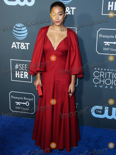 Photo - SANTA MONICA LOS ANGELES CA USA - JANUARY 13 Actress Amandla Stenberg  wearing a Khaite dress Jimmy Choo shoes an Edie Parker bag earrings by Graziela Gems and Anita Ko and rings by Jennifer Fisher Jennifer Meyer Jacquie Aiche and Foundrae arrives at the 24th Annual Critics Choice Awards held at the Barker Hangar on January 13 2019 in Santa Monica Los Angeles California United States (Photo by Xavier CollinImage Press Agency)