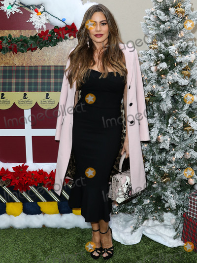 Photos From Brooks Brothers Annual Holiday Celebration In Los Angeles To Benefit St. Jude 2018