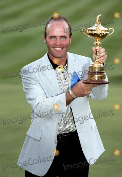 Thomas Levet Photo - 10ryder_cup_pres 19th Sept 2004 Oakland Hillscountry Clubdetroitusa Thomas Levet with the Ryder Cup