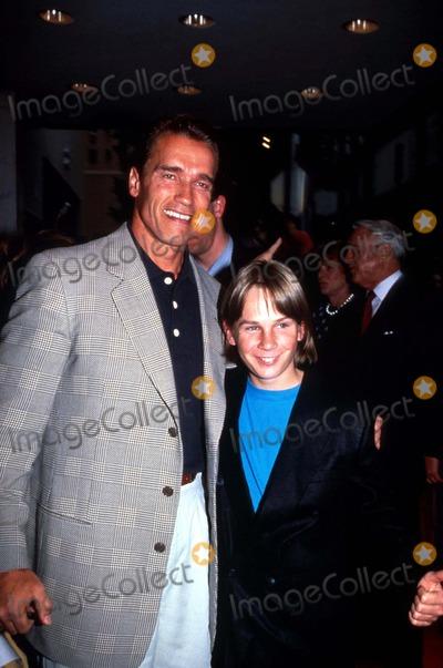 Austin OBrien Photo - Arnold Schwarzenegger and Austin Obrien L5815jg Photo by Jonathan GreenGlobe Photos Inc Arnold Schwarzenegger