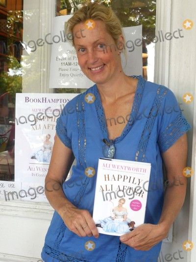 Photos From Ali Wentworth Book Signing