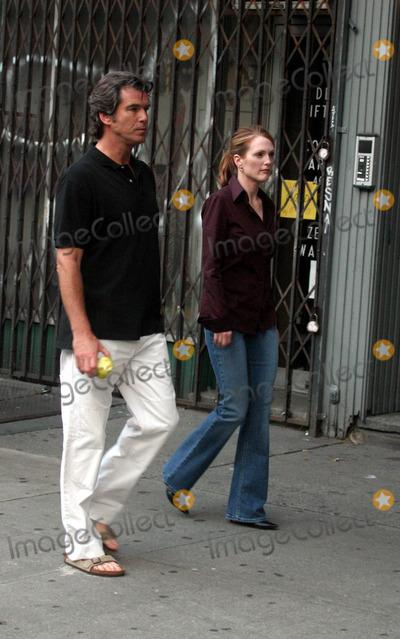 Pierce Brosnan,Julianne Moore,THE SET Photo - Archival Pictures - Globe Photos - 75866