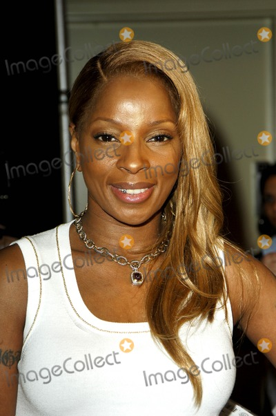 Photos From Mary J. Blige Signs New Cd the Breakthrough