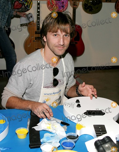 Photo - Gibson Guitar Paint For Pep Charity Event